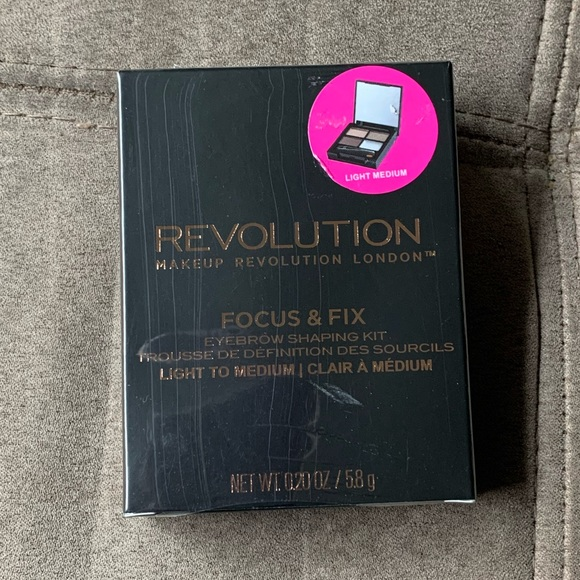Revolution Beauty Focus & Fix Brow Kit lightMedium